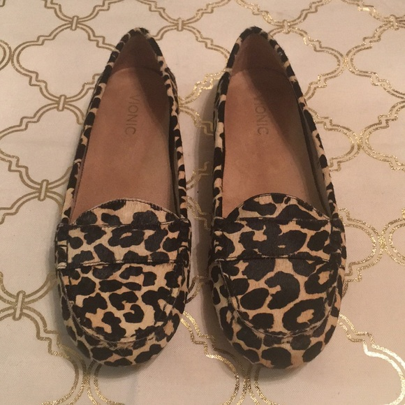 3305a537fb15 Vionic leopard print calf hair loafers size 9